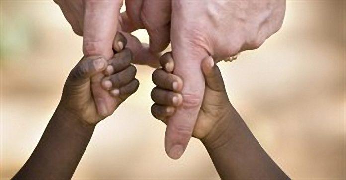 mani-bambino-africano_640